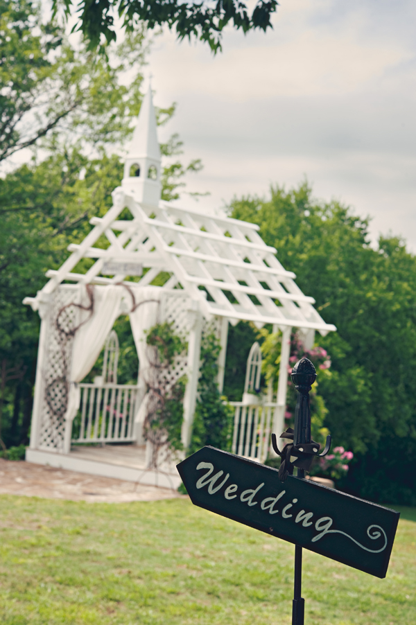 A Fun Rustic Texas Wedding via TheELD.com