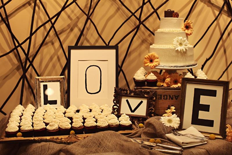 Vintage Travel Inspired California Wedding via TheELD.com