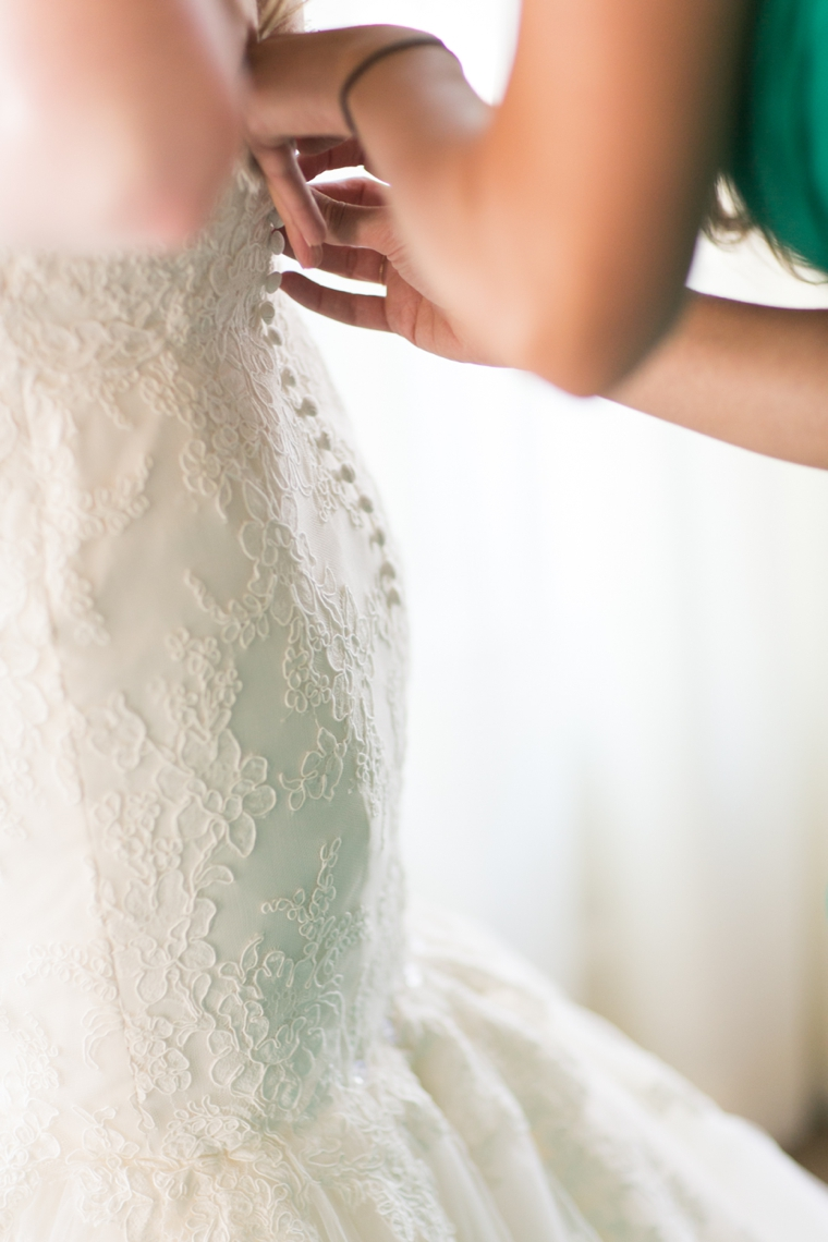 A Vintage Glam Emerald Green Wedding via TheELD.com