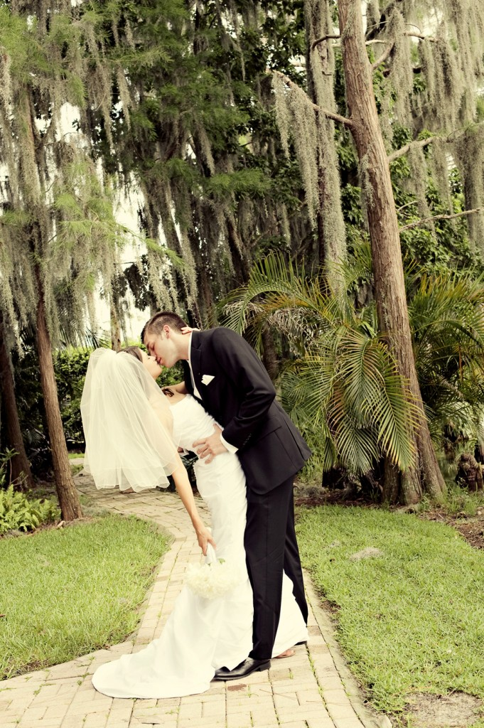 A Backyard Florida Wedding {Preceremony} via TheELD.com