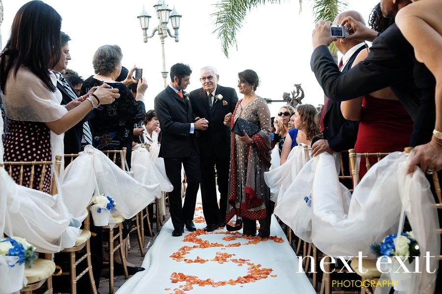 Elegant Orange & Teal Wedding via TheELD.com