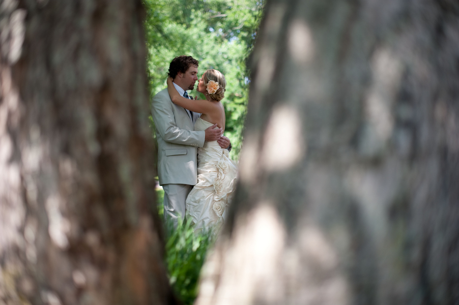Sweet Handmade Tennessee Wedding via TheELD.com