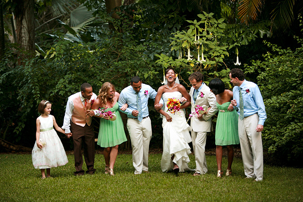 Thursday Tips: 10 Ways To Stay Organized On Your Wedding Day via TheELD.com
