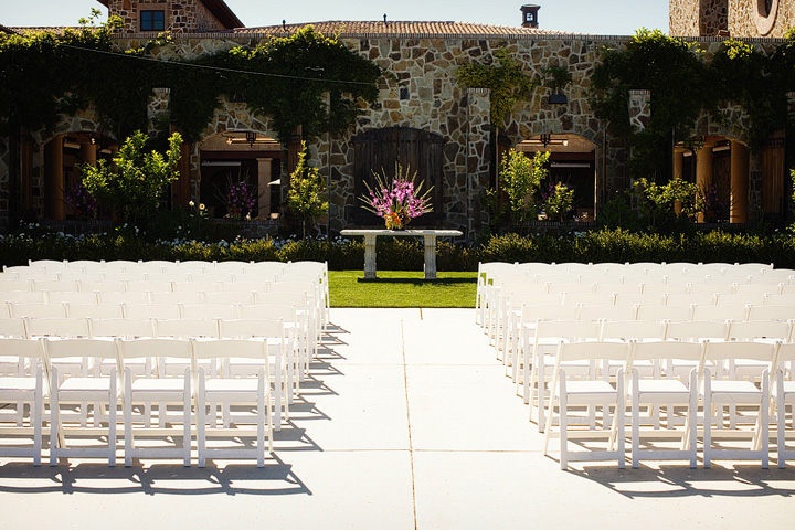 Elegant Vineyard Wedding via TheELD.com