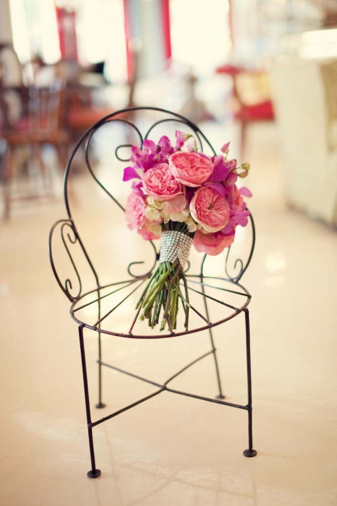 A Twofold Vintage Pink Inspiration Shoot via TheELD.com
